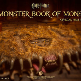 Sideshow Harry Potter: The Monster Book of Monsters Prop Replica