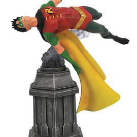Diamond Direct DC Comics Gallery: Robin PVC Statue