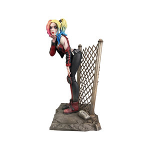 Diamond Direct DC Comics Gallery: Dceased Harley Quinn PVC Statue