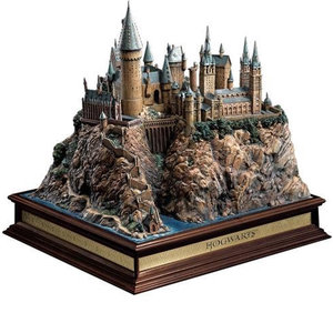 The Noble Collection Harry Potter  Hogwarts Castle Environment