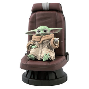 Gentle Giant Star Wars - The Mandalorian - Child in Chair 1/2 Statue