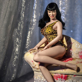 ARH Statues Queen of Pinups: Bettie Page V2 1:6 Scale Action Figure