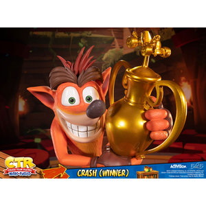 First 4 Figures Crash Bandicoot: Crash Team Racing Nitro Fueled - Crash Winner Statue