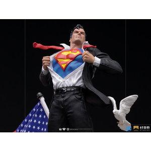 Iron Studios DC Comics: Superman - Deluxe Clark Kent 1:10 Scale Statue