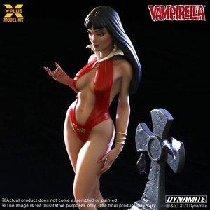 Star Ace Vampirella: Vampirella 1:8 Scale Plastic Model Kit