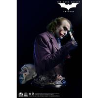DC Comics: The Dark Knight - The Joker 1:1 Scale Bust