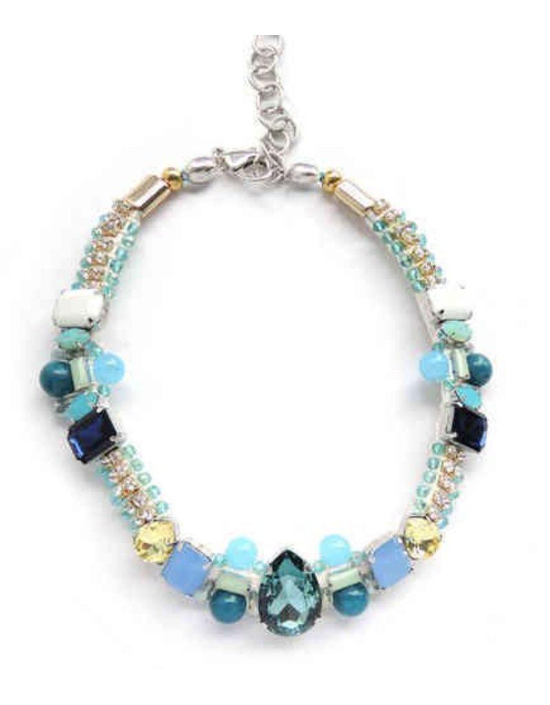 Bruma/Vanity Vanity her necklace