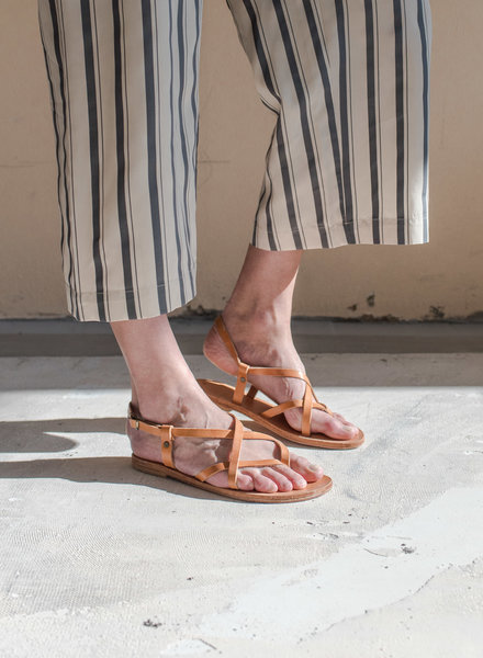 Nulla Nomen Sandal Toe Cross Strap Small Natural Vegetable Tanned Leather