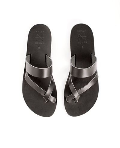 Nulla Nomen | Slipper Toe Cross Strap Black Vegetable Tanned Leather-4