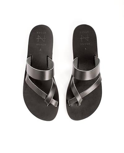 Nulla Nomen Nulla Nomen | Slipper Toe Cross Strap Black Vegetable Tanned Leather