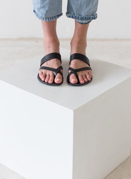 Nulla Nomen Slipper Toe Cross Strap Black Vegetable Tanned Leather