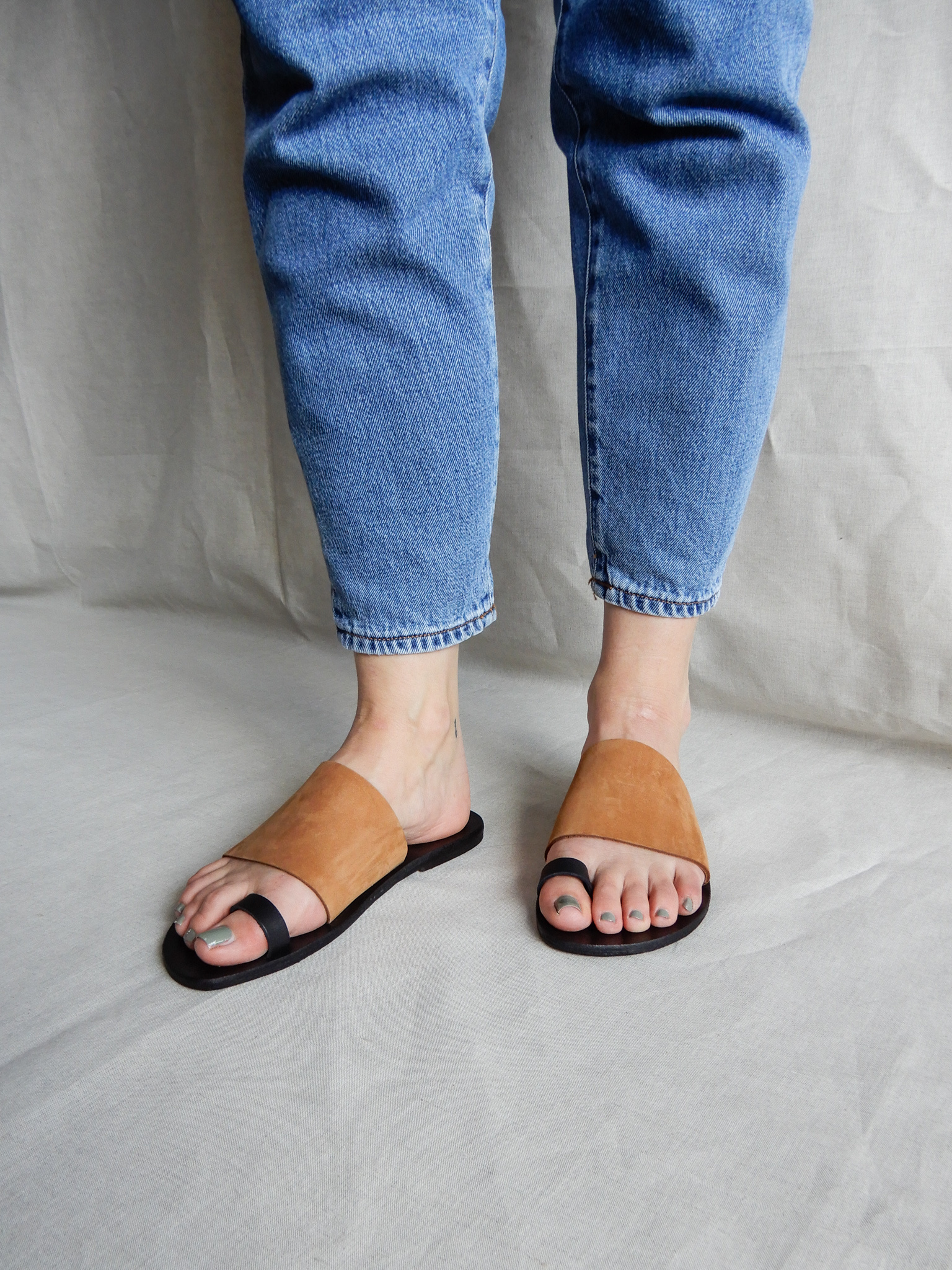 Nulla Nomen | Slipper Toe Strap Vegetable Tanned Leather-1