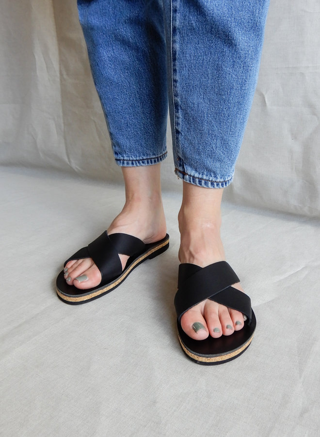 Nulla Nomen | Cross Strap Black Vegetable Tanned Leather