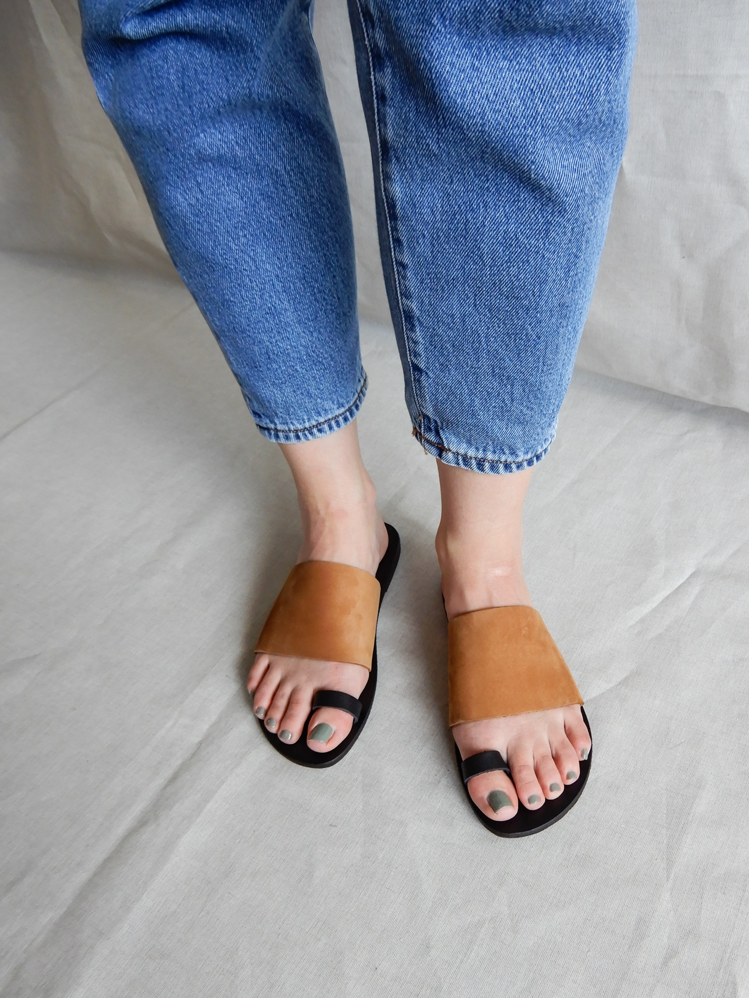 Nulla Nomen | Slipper Toe Strap Vegetable Tanned Leather-3