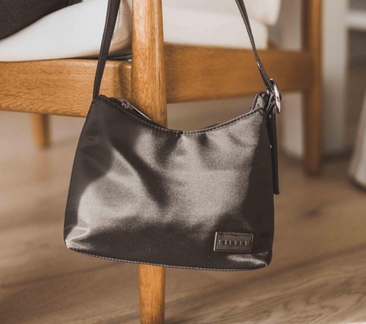 Here you will find a vegan or vegetable-tanned leather bag