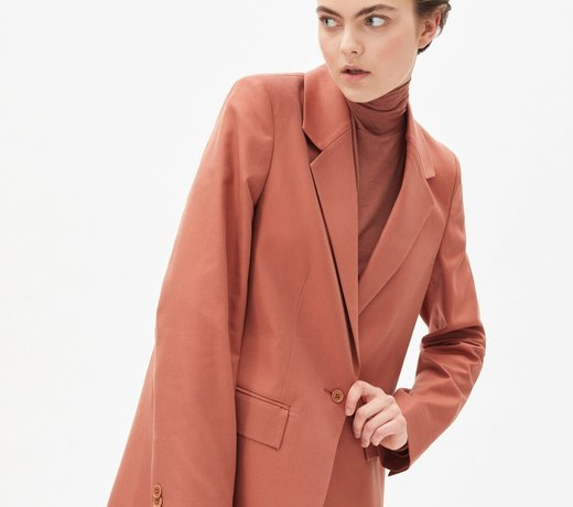 Find yourself the perfect sustainable blazer