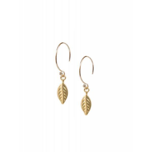 Ellen Beekmans oorbellen goud blaadje