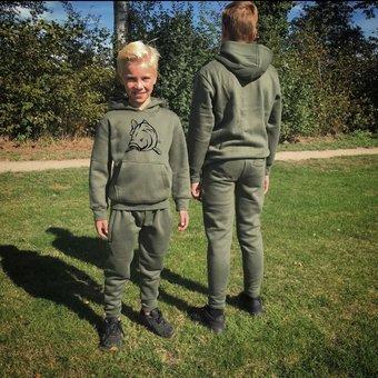 House of Carp Haus des Karpfen Karpfen Kinderbekleidung | Kinder Angry Carp Green Jogginganzug