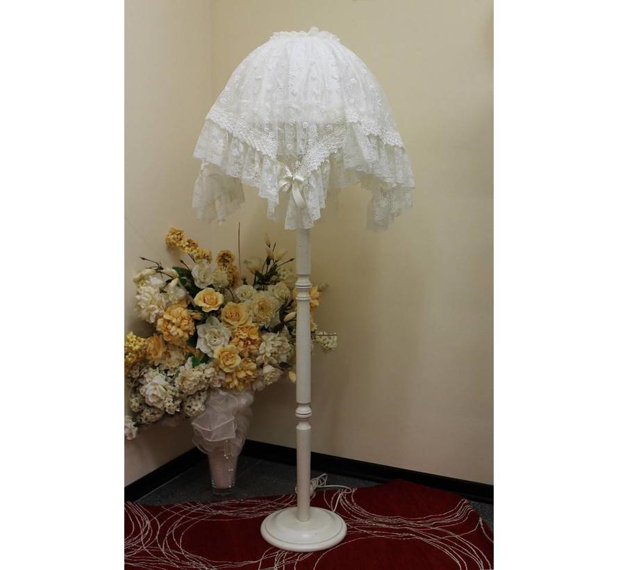 Stehlampe mit feinster Spitze | Shabby Traum | Cremeweiss