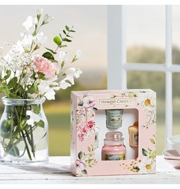 Yankee Candle Garden Hideaway - 1 Small Jar & 3 Votives