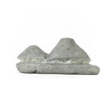 Suiseki 90 mm importé du Japon dans un style pierre de hutte