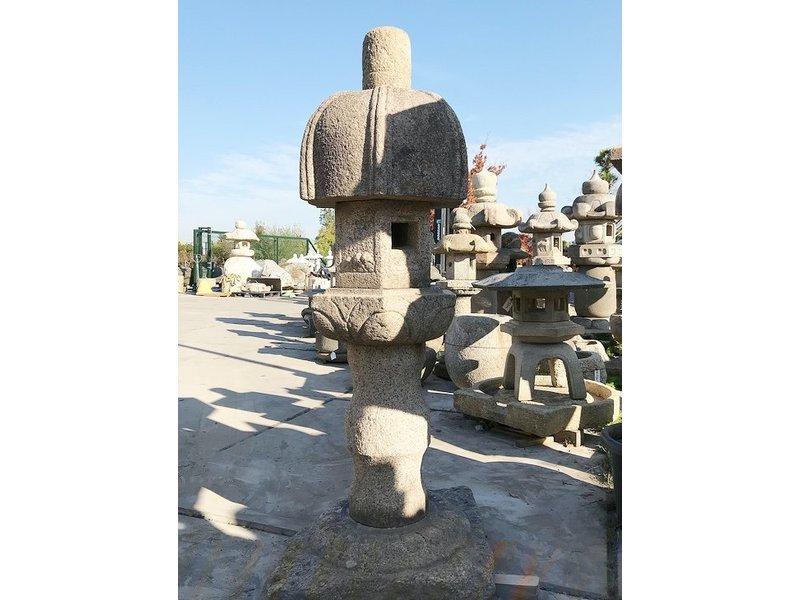 Japanse stenen lantaarn Nuresagi Gata 183 cm