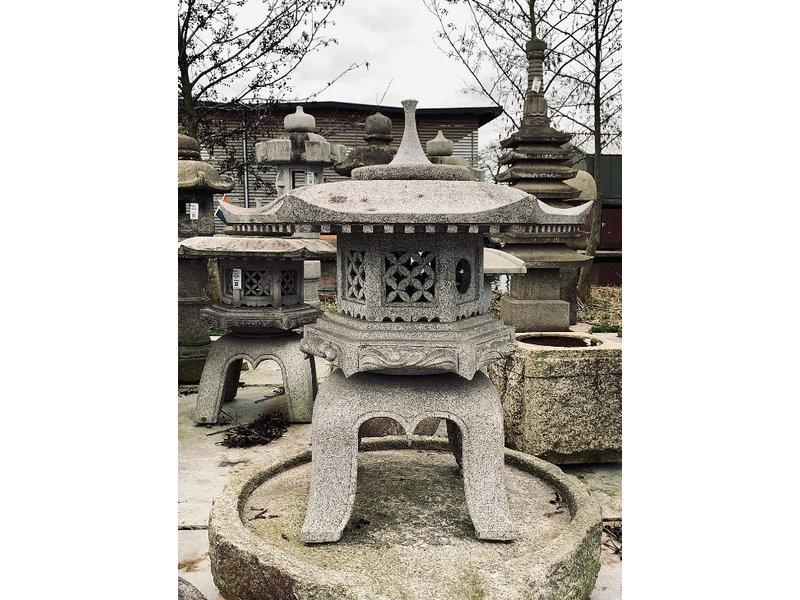 Japanse stenen lantaarn Kaku Yukimi Gata 106 cm