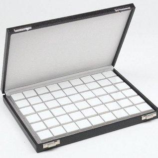 Etui mit 54 Kunststoffdosen für Edelsteine