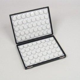 Etui mit 80 runden Kunststoffdosen