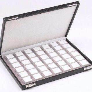 Etui mit 42 Kunststoffdosen für Edelsteine