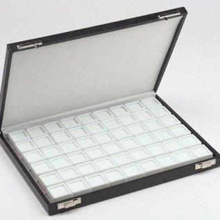 Etui mit 54 Glasdeckeldosen für Edelsteine