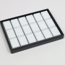 Stapellade mit 18 Glasdeckeldosen