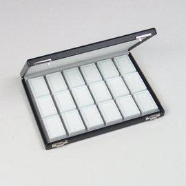 Etui mit 18 Glasdeckeldosen