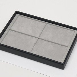 Stacking tray with 4 pads