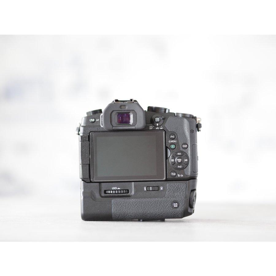 Panasonic DMC-G80 + grip-4