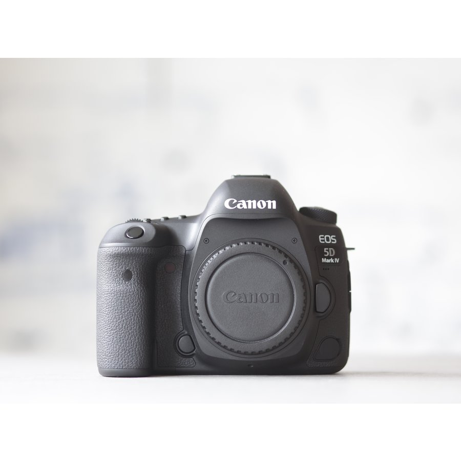 Canon EOS 5D Mark IV-2