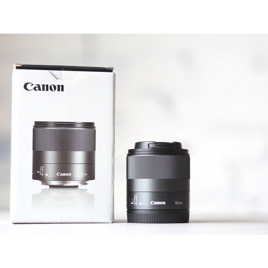 Canon EF-M 32mm f/1.4 STM-1