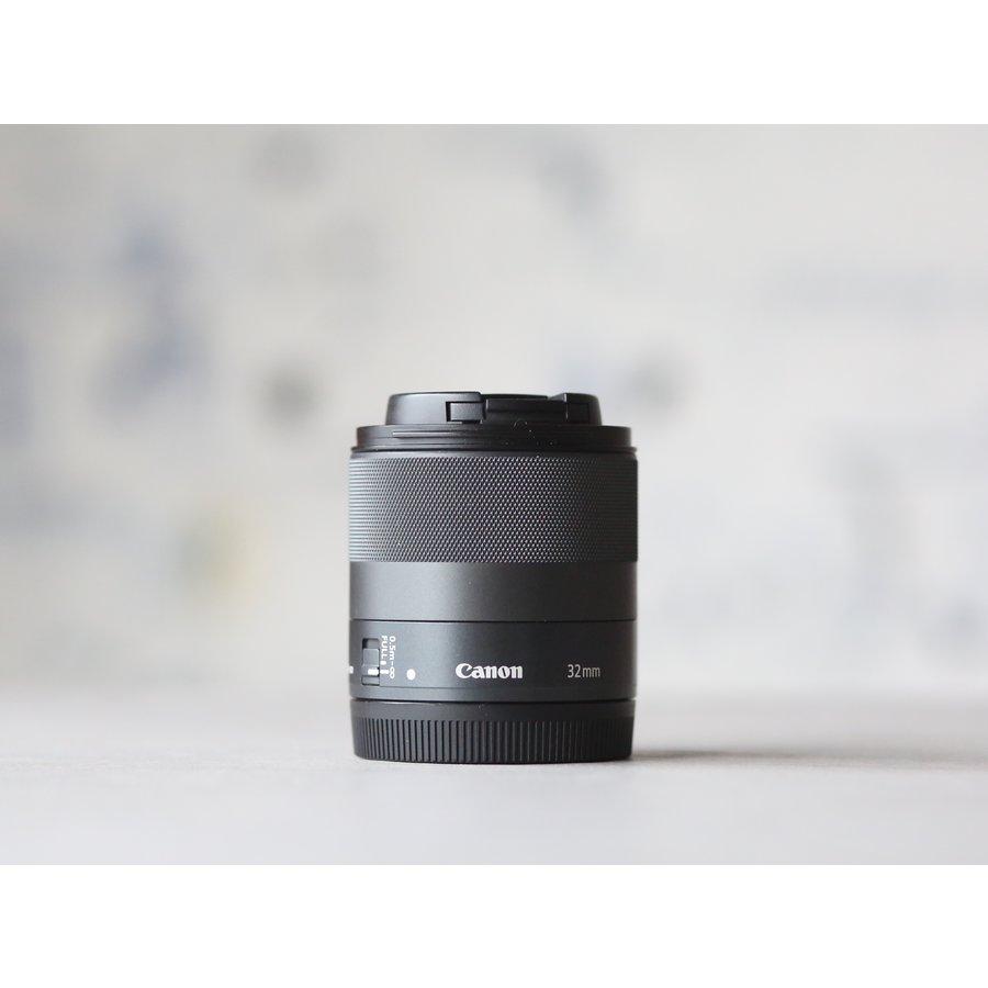 Canon EF-M 32mm f/1.4 STM-2