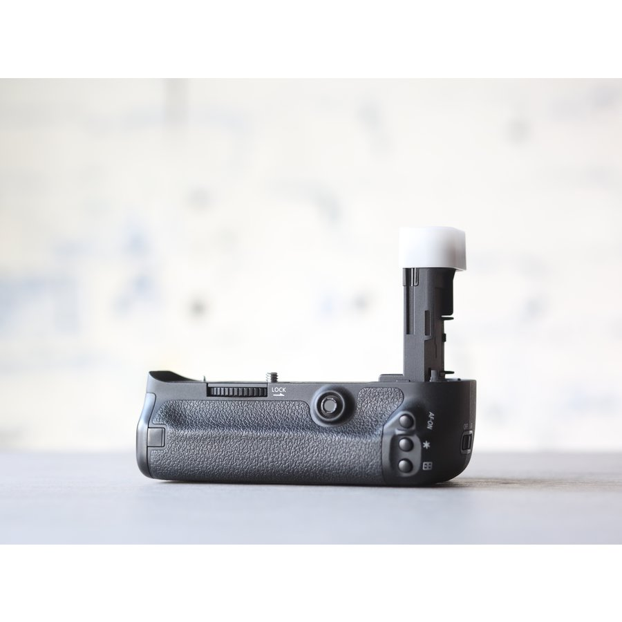 Canon BG-E11 Battery Grip + Accu-3