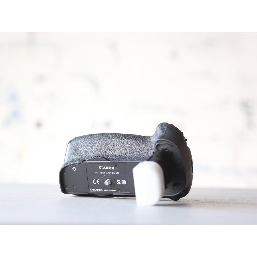 Canon BG-E11 Battery Grip + Accu-4