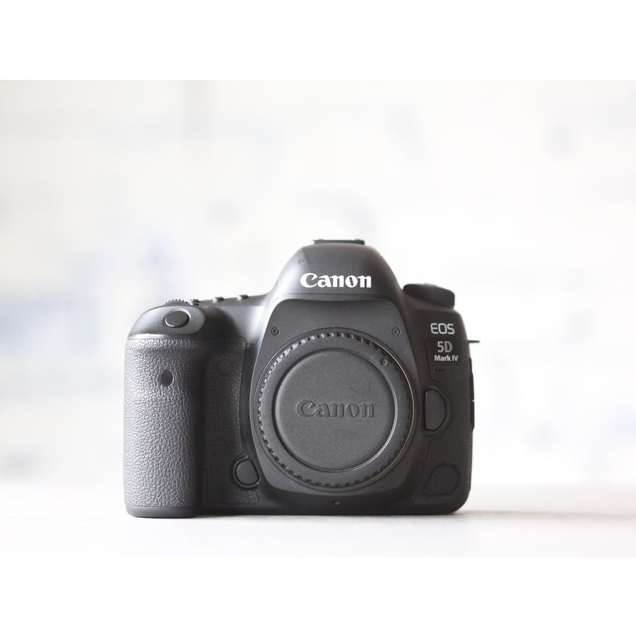 Canon EOS 5D Mark IV-2