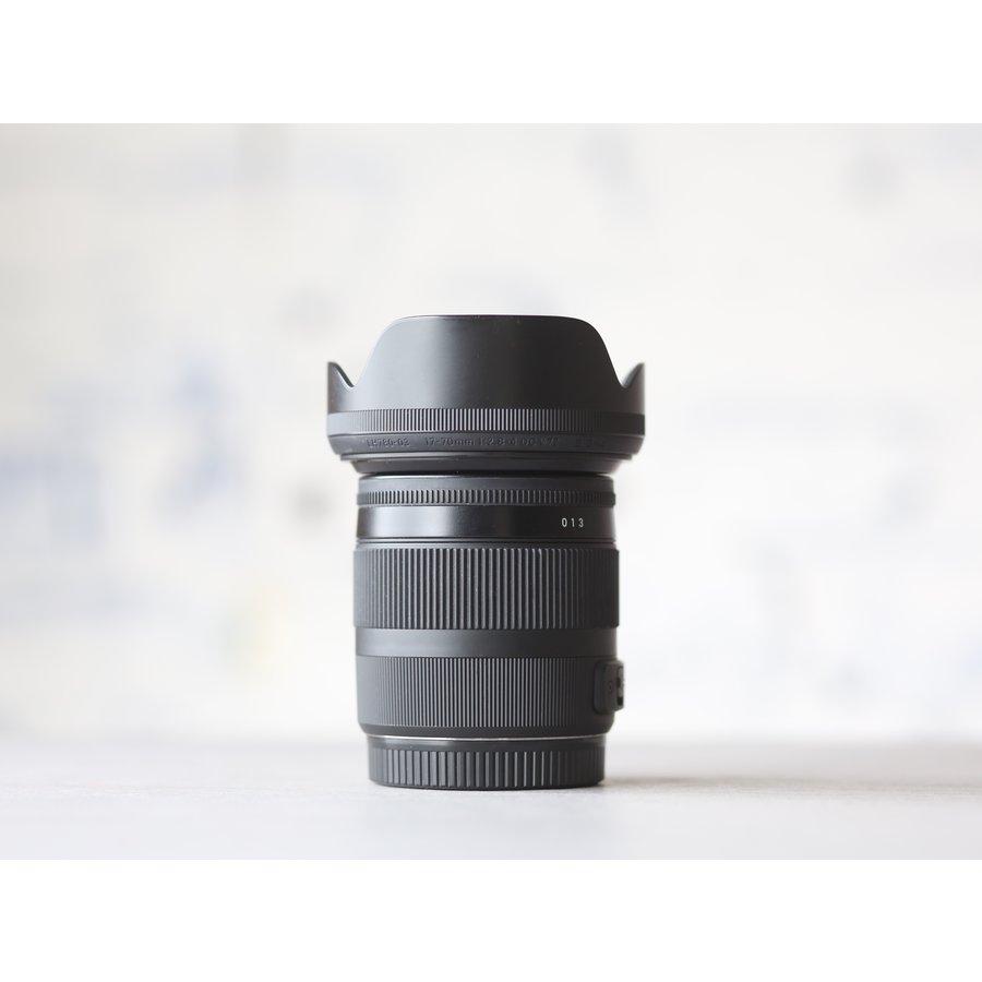 Sigma 17-70mm f/2.8-4.0 DC OS HSM Macro Contemp. (Canon)-3