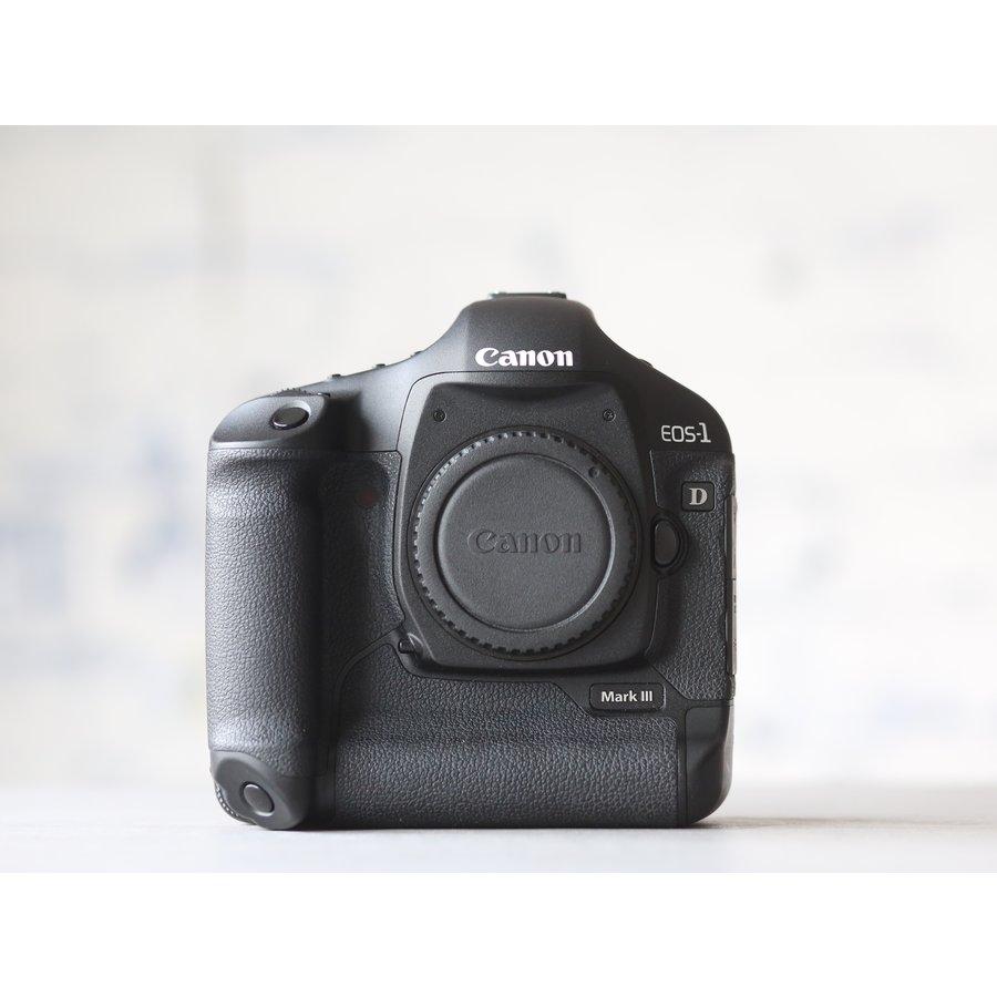 Canon EOS 1D Mark III-1