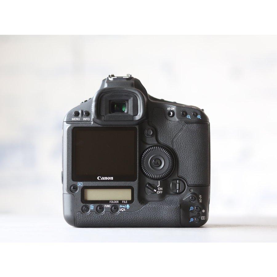 Canon EOS 1D Mark III-2