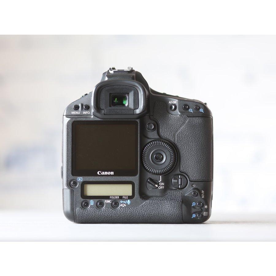 Canon EOS 1D Mark III-3