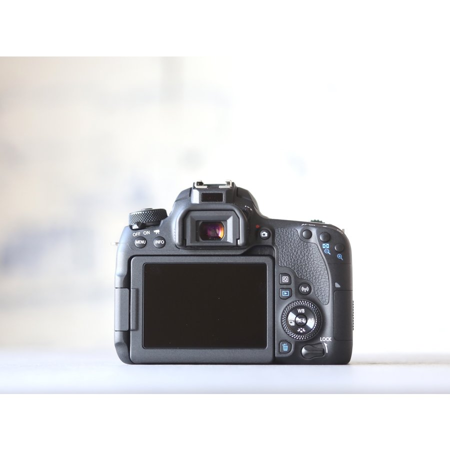 Canon EOS 77D-4