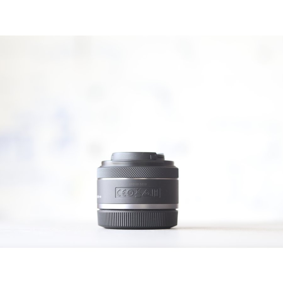 Canon RF 50mm f/1.8 STM-2