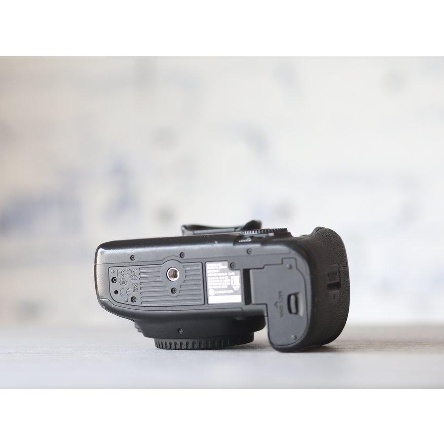 Canon EOS 5D Mark IV-4
