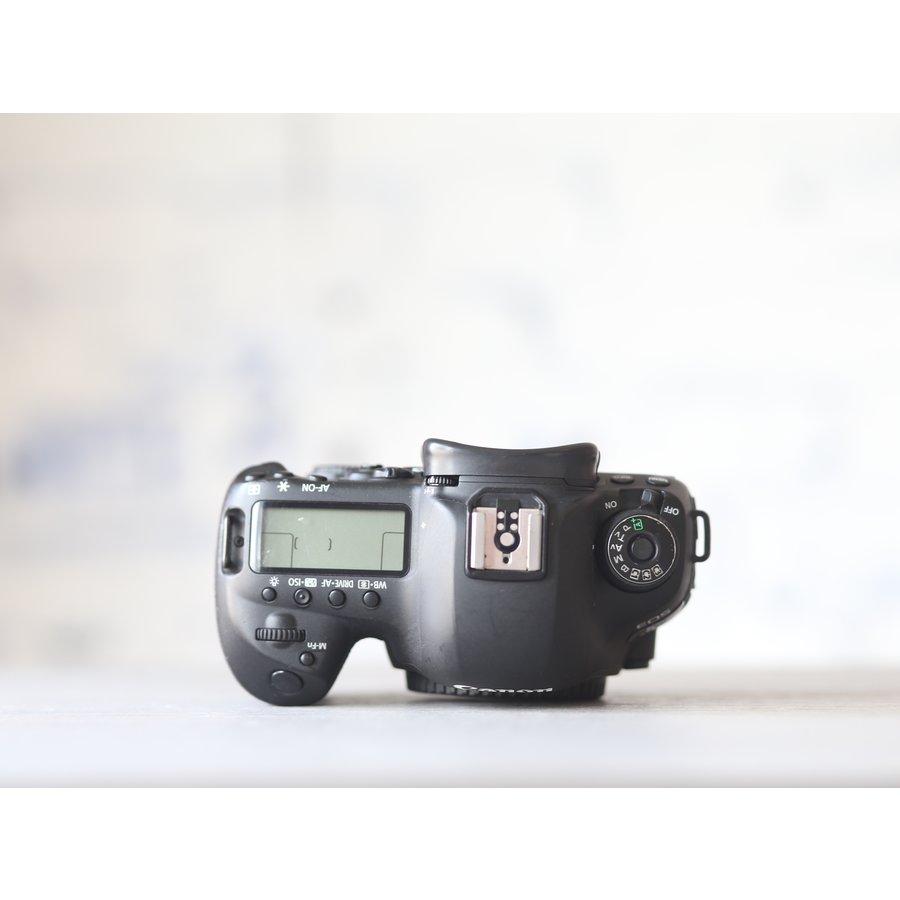Canon EOS 5D Mark IV-5