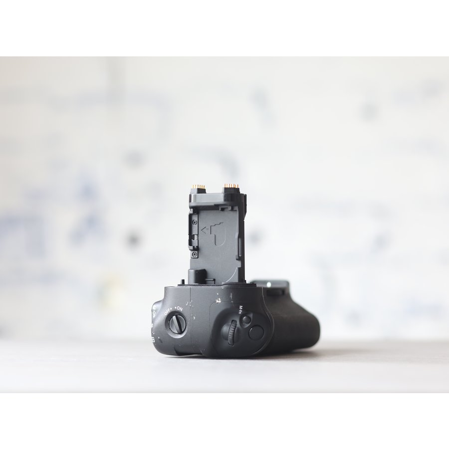 Canon BG-E20 Battery Grip + accu-3